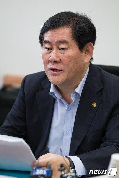 """최경환 """"선거법 위반 논란, 유감 표명할 부분 없다"""""""