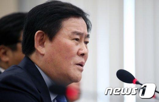 [사진]최경환 부총리 '경제살리기 선거법 위반 아니다'