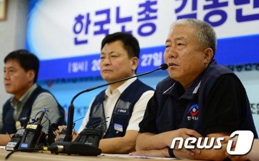 [사진]노사정 복귀 앞두고 기자회견 하는 한국노총 위원장
