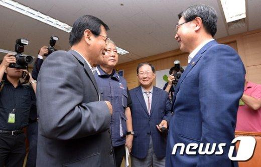 [사진]노사정 대표들 '미소로 시작'