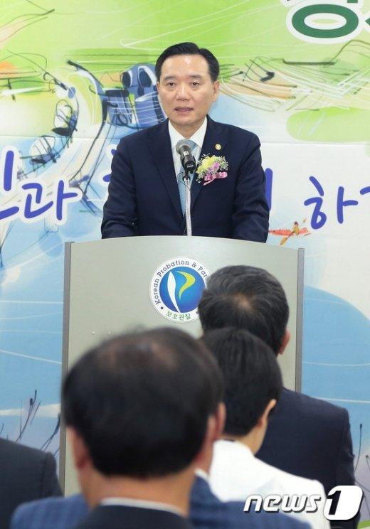 [사진]축사하는 김현웅 법무부장관