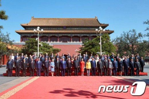[사진]각국 정상들과 함께하는 박 대통령