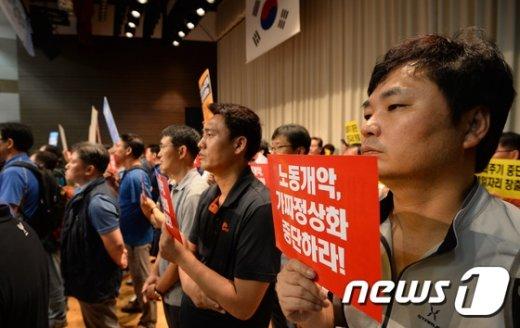 [사진]'임금피크제 도입 중단하라!