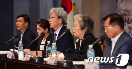 [사진]'역사교과서 검인정체제 국정화가 정답'