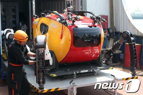 세월호 참사 당시 해저탐사용 다관절 로봇 '크랩스터'가 실종자 수색과 구조작업에 투입됐으나  제 역할을 못하고 철수했다. / 사진=뉴스1