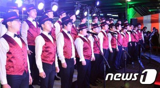 [사진]'도시게릴라 프로젝트 in구로' G하모니의 축하공연
