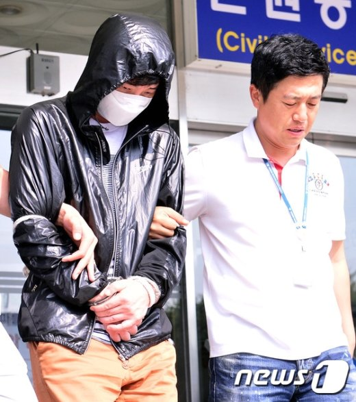 [사진]압송되는 '장롱살인사건' 피의자