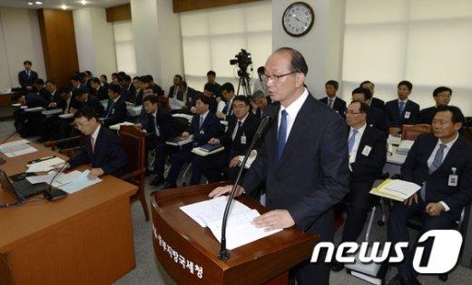 [사진]현황보고하는 김재웅 중부지방국세청장