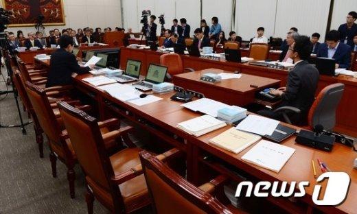 [사진]국정감사 진행중인데... 의원님들은 어디에?