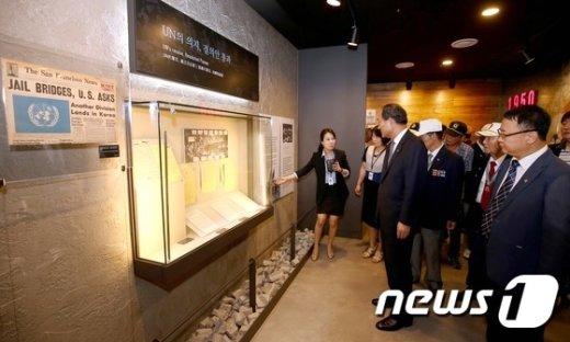 [사진]박승춘 처장, 유엔평화기념관 방문