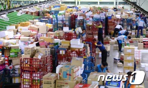 [사진]택배 가득한 물류센터