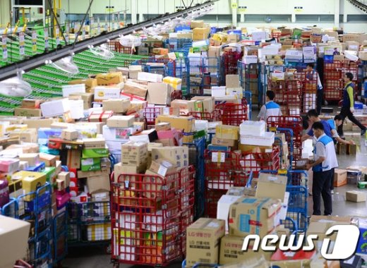 [사진]북적이는 물류센터