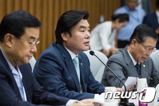 [사진]원유철 '野 정종섭 장관 탄핵소추안 발의 답답'