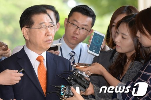 [사진]정준양 전 회장 '힘겨운 소환'
