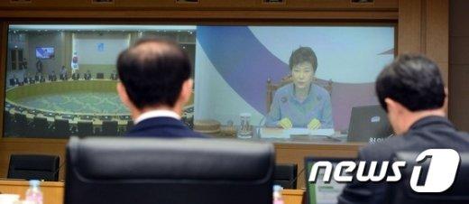 [사진]청와대-세종청사 영상국무회의