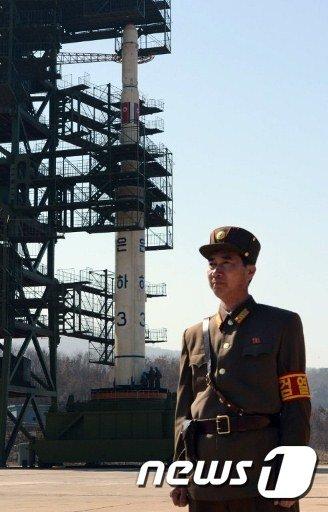 북한이 지난 2012년 외국 언론에 공개한 장거리 발사체인 은하3호의 모습. (뉴스1 DB) 2015.7.22/뉴스1