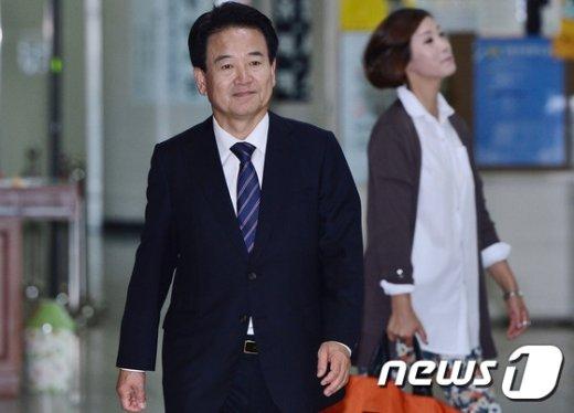 [사진]법원 들어서는 정동영 전의원