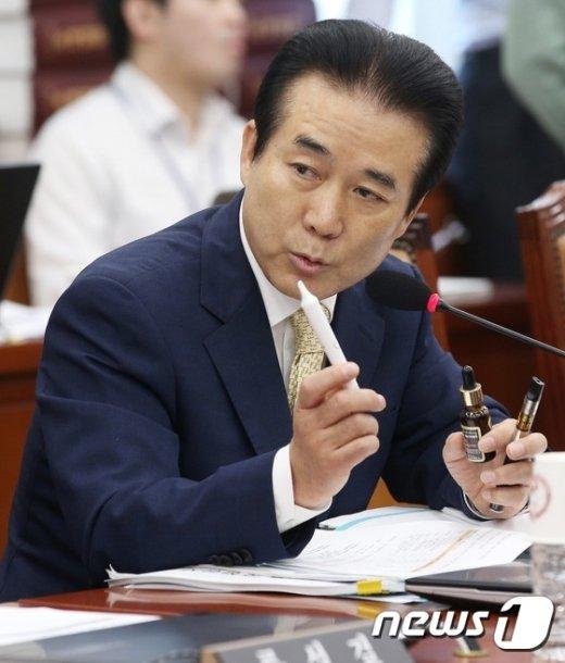 [사진]국감장의 '전자담배'