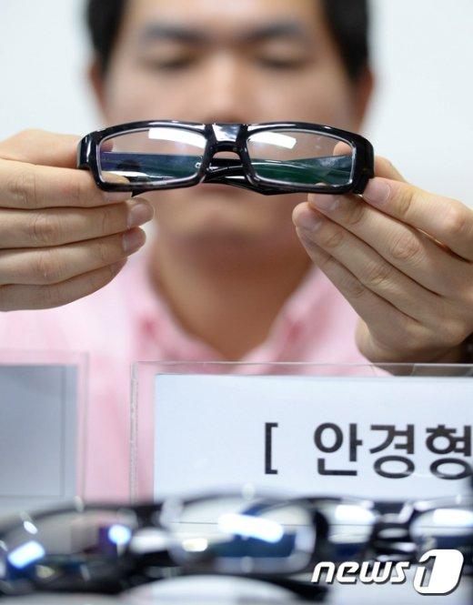 [사진]'안경도 몰카?'
