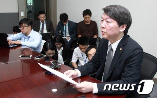 [사진]'중앙위 연기' 입장 밝히는 안철수