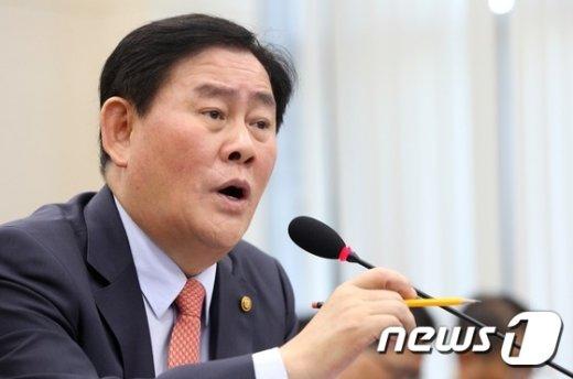 """[사진]최경환 """"법인세율과 사내유보금은 다른 문제"""""""