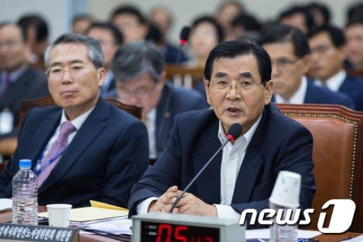 [사진]국정감사 답변하는 김대환 위원장