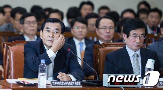[사진]난감한 김대환 경제사회발전 노사정위원장