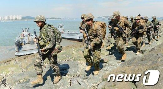 [사진]인천에 상륙한 한미 해병대원들