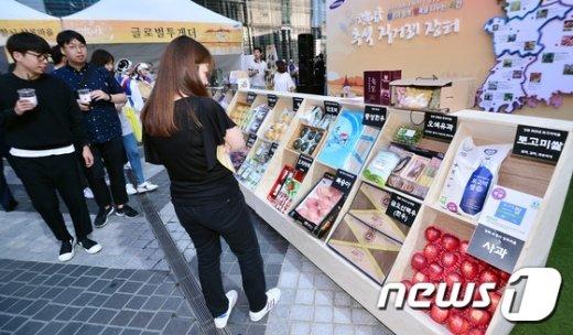 [사진]삼성그룹, 서초사옥 앞 추석맞이 직거래장터