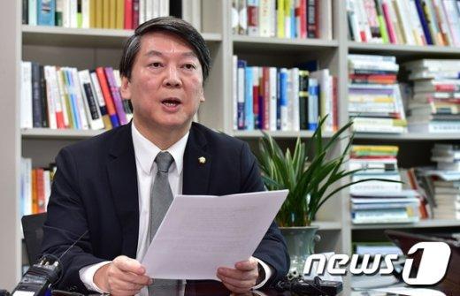 [사진]입장문 발표하는 안철수
