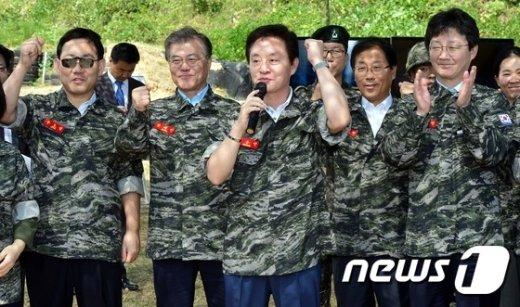 [사진]파이팅 외치는 국회 국방위원들
