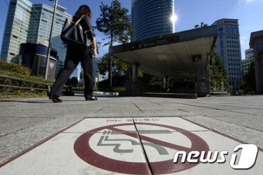 [사진]내년 4월부터 서울 지하철역 출입구 금연구역 지정