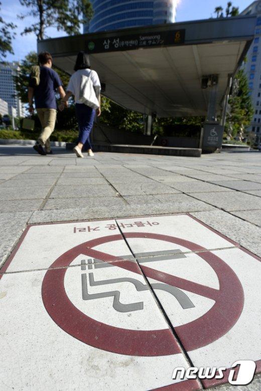 [사진]'내년부터 서울 지하철역 출입구 흡연 금지'