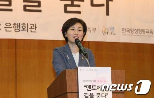 [사진]환영사하는 김희정 장관