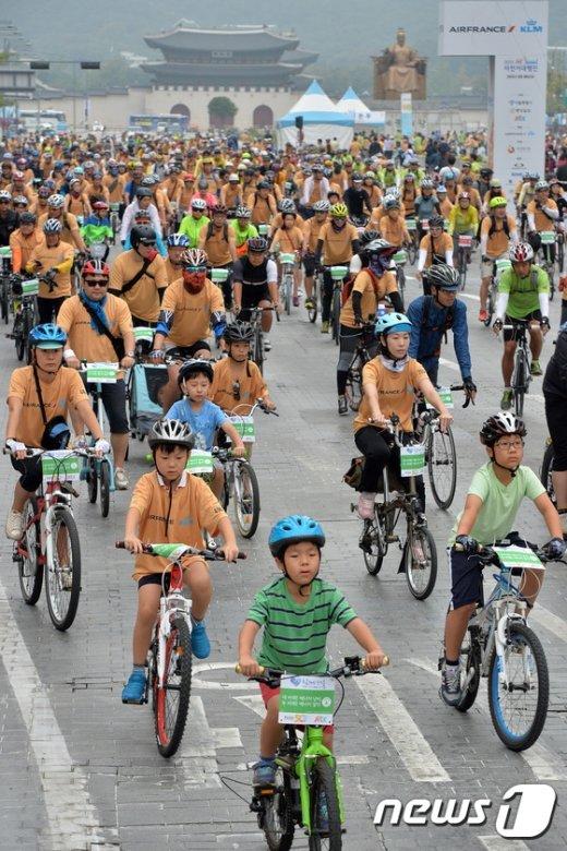 [사진]'세종대로에 차 대신 자전거가'