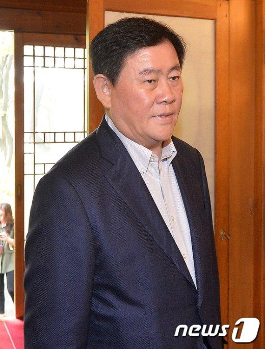 [사진]당·정·청 회의 참석하는 최경환 부총리
