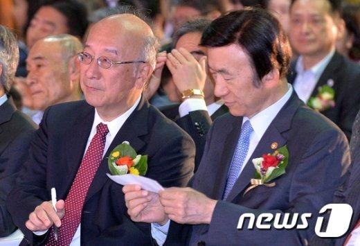 [사진]'벳쇼 대사가 전한 쪽지 내용은?'