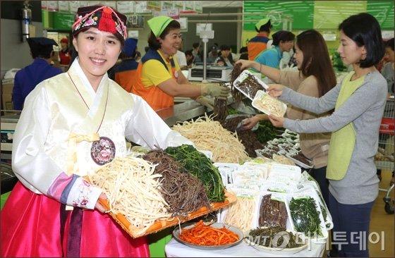 [사진]농협유통, 국산나물 등 제수용품 할인 판매