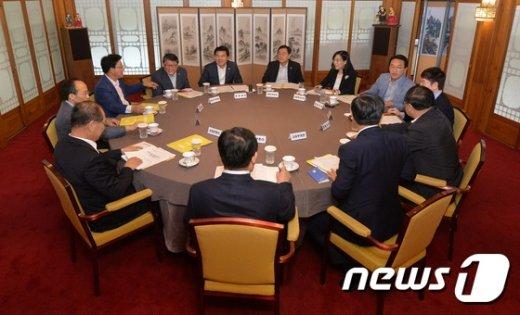 [사진]노동개혁 입법논의 하는 당·정·청
