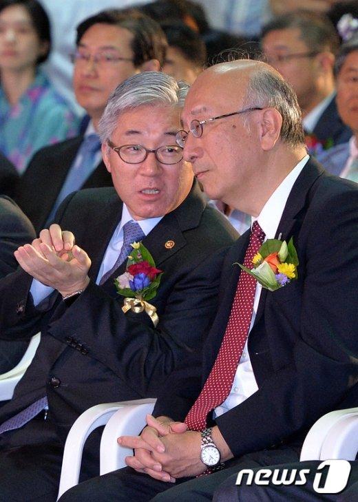 [사진]대화하는 김종덕 장관-벳쇼 코로 대사