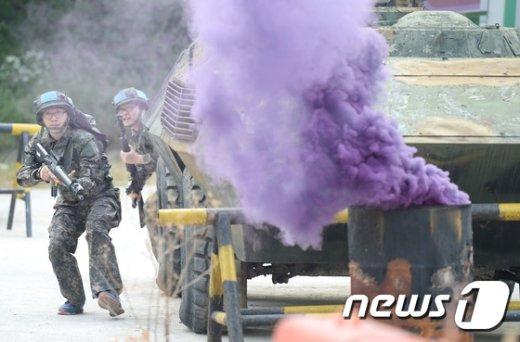 [사진]마일즈 장비 활용 훈련 받는 예비군