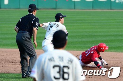 [사진]2루 훔치는 김원섭