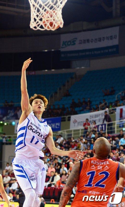 [사진]이시준 '높이높이 날아라'