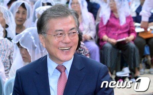[사진]미소짓는 문재인 대표