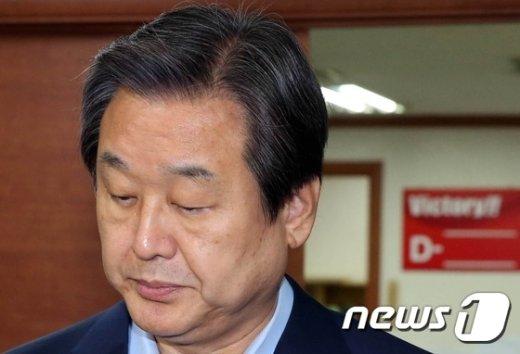 [사진]김무성, 총선룰 '고심'