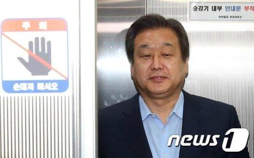 [사진]총선룰 고심하는 김무성 대표