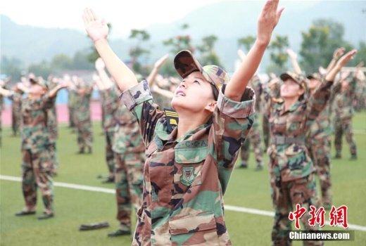 대학 입학 전 '군사훈련' 받는 '여신'