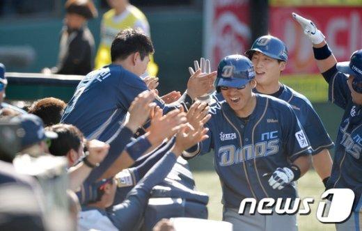 [사진]조영훈 2점 역전포