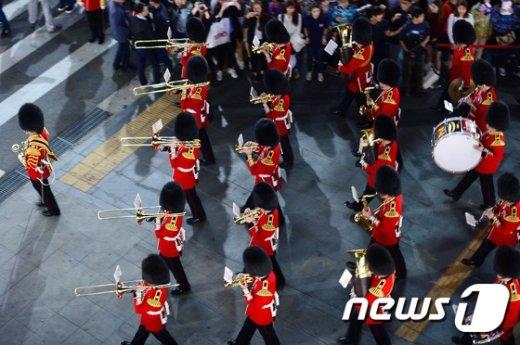 [사진]신촌에서 공연하는 영국 근위병 군악대