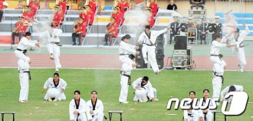 [사진]'날아서 격파'
